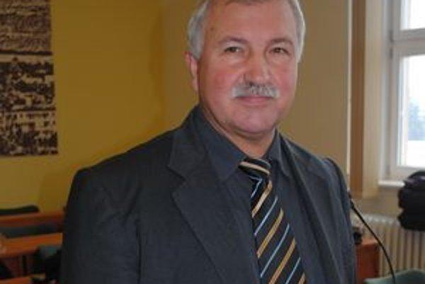 Michal Komara. Obsadí miesto náčelníka bez výberového konania.