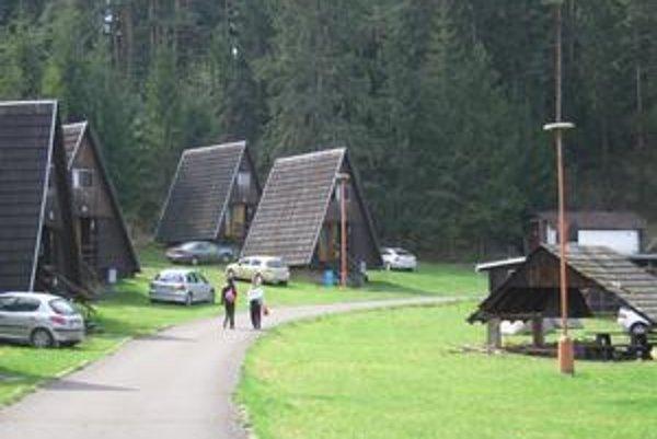 Autokemp na Podlesku. Je majetkom obce, práve v tejto časti Slovenského raja eliminovala obecná polícia krádeže na minimum.