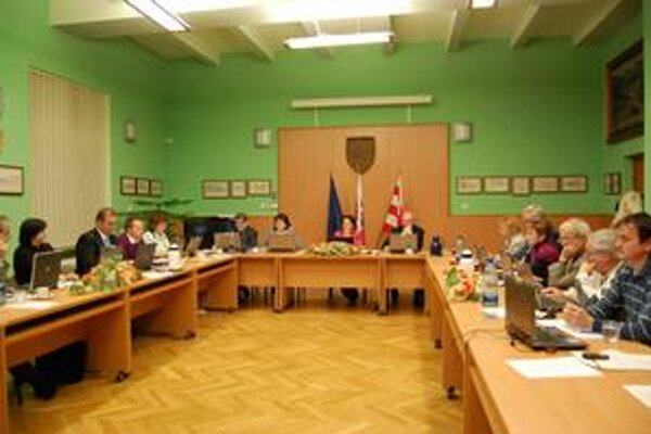Poslanci. Rozpočet na rok 2011 schválili bez väčších pripomienok.
