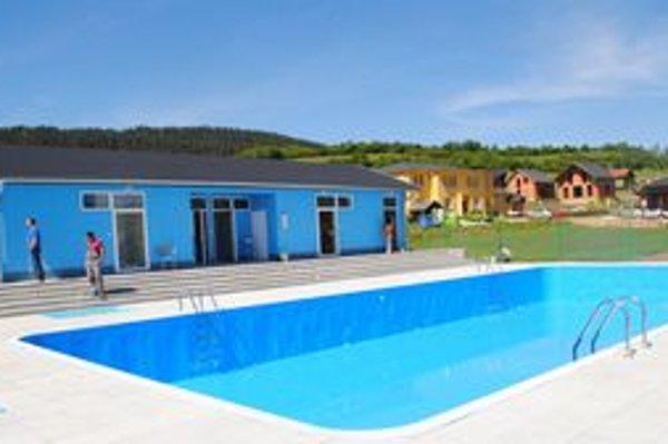 Obyvatelia Hrhova sa už tešia, kedy si bazén prvýkrát vyskúšajú.