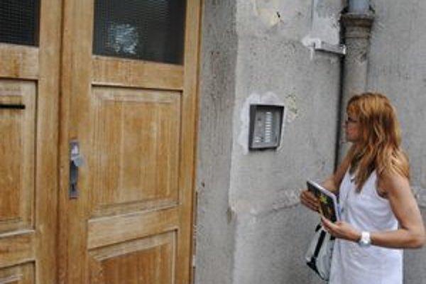Kontrolóri zo Sociálnej poisťovne zvýšili počet návštev v domácnostiach.