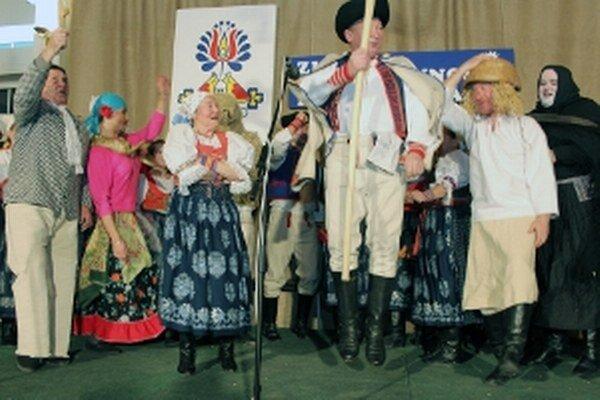 Folklórny súbor Lubená z Poluvsia predstavil fašiangové zvyky.