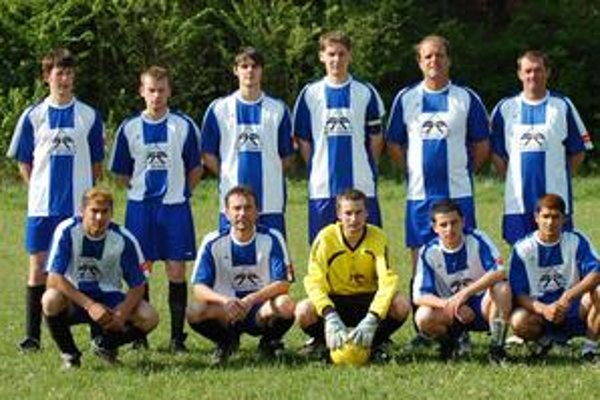 Tretí. Víťazstvom nad Sp. Tomášovcami si futbalisti Richnavy (na snímke) upevnili v tabuľke tretiu priečku.