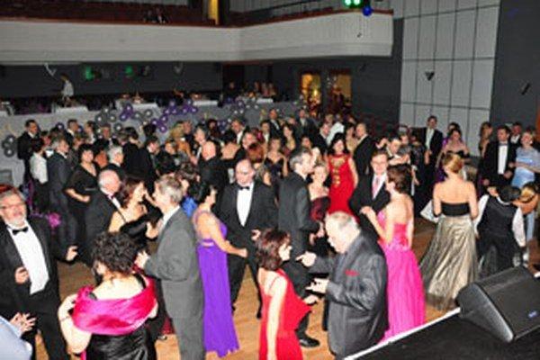 Ples študentov prievidzské gymnázium zorganizovalo už sedemnásty raz