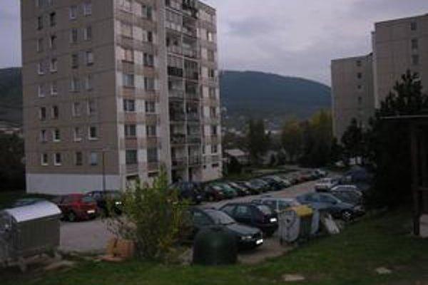 Mesto v minulosti kúpilo pozemky na stavbu garáží. Kvôli kríze je stavba v nedohľadne.