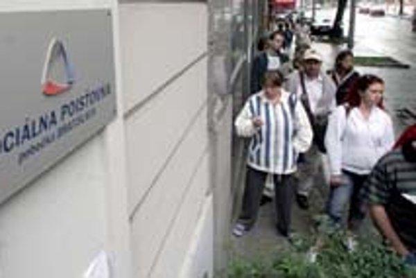 Poisťovňa tvrdí, že nápor pri podávaní výpisov z daňových priznaní zvládne.