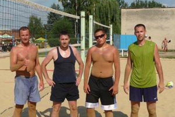 Pred finále. Dvojice pred finálovým zápasom - zľava Roško, Marci, Osvald, Vartovník.