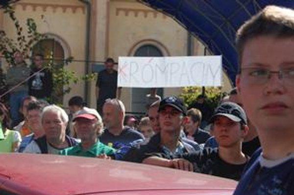 Zhromaždení premenovali Krompachy na Rómpachy.