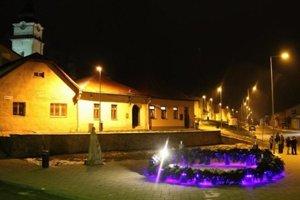 Adventný veniec v obci priniesol ľuďom čaro Vianoc.