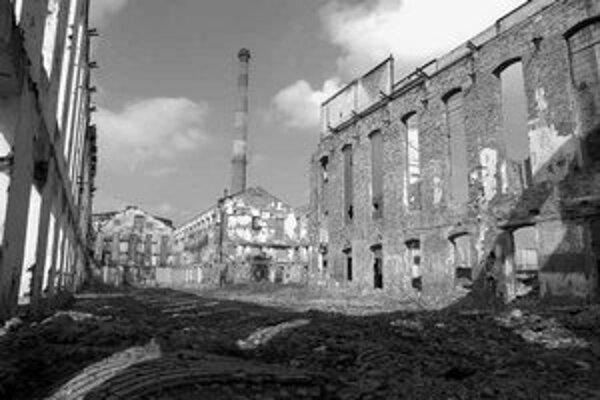 Elektráreň by mala vyrásť v areáli bývalého cukrovaru. Zariadenia historických budov skončili v šrote, aj keď boli v zozname kultúrnych pamiatok.