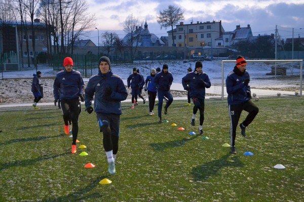 Úvodný týždeň majú za sebou. Popradskí futbalisti zaberajú v zimnej príprave.