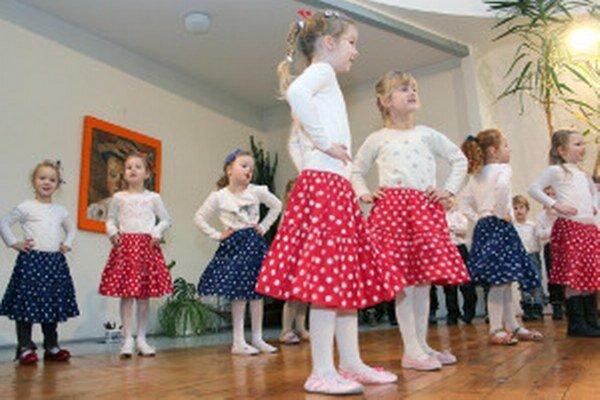 Folklóru sa venujú aj deti z porubskej materskej školy