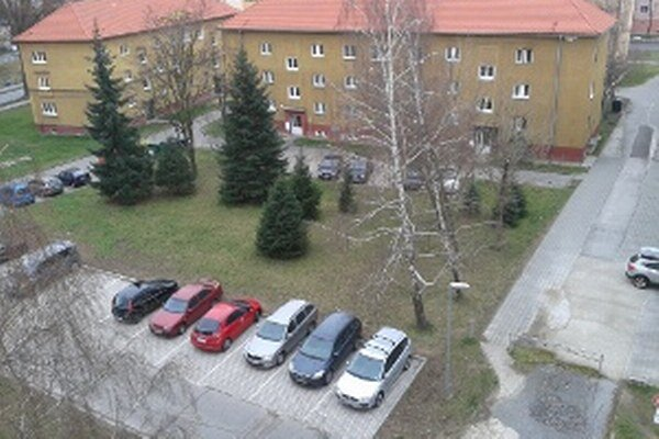 Vlani pribudli parkovacie miesta aj na Ulici Škarvana a Mišíka.