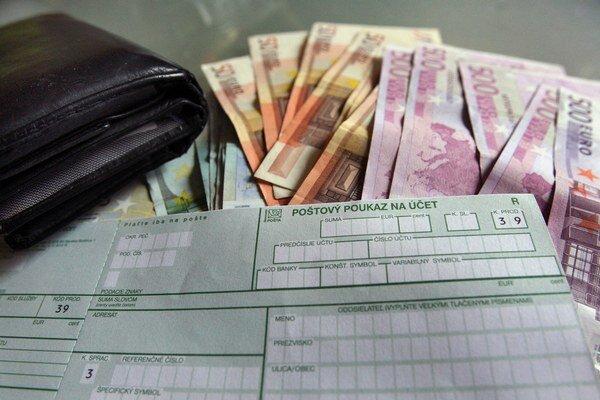 Zabudnite na šeky. Najlepšia je platba bankovým prevodom.