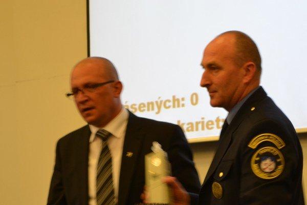 Jozef Švagerko (vľavo) na stredajšom zastupiteľstve fúkal do drägeru. Výsledok bol negatívny.