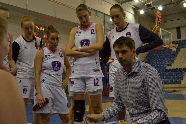 Tréner Igor Skočovski. BAM Poprad záver sezóny nevyšiel.