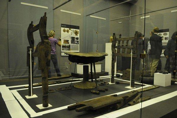 Unikátne nálezy. Mobiliár z kniežacej hrobky.