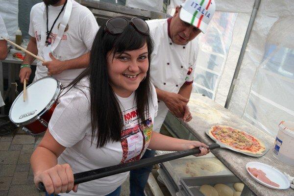 Súčasťou festivalu bol v stredu aj 1. ročník Majstrovstiev Slovenska v príprave pizze.