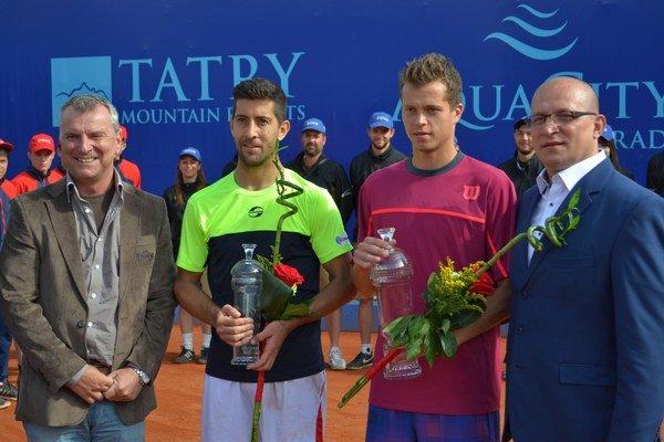 Po finále dvojhry. Stankovič (vľavo) s dvoma najlepšími tenistami v Poprade.
