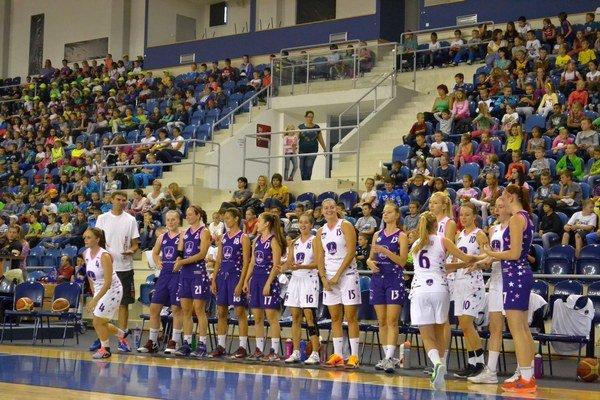 Propagácia basketbalu. Aréna Poprad bola včera plná žiakov ZŠ.