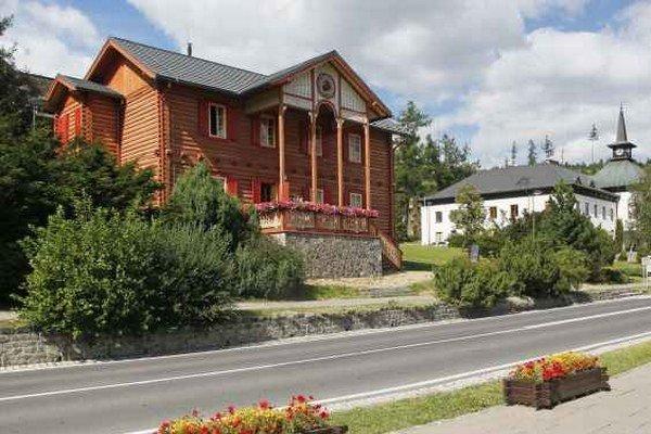 Múzeum tatranskej kinematografie a fotografie. Nájdete v Starom Smokovci vo Vile Alica.