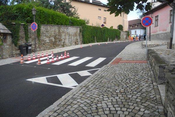 Zrekonštruovaná ulica Pod bránou.