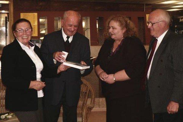 Autorke knižku čistou vodou do života uviedli editor Jozef Vladár a výkonná redaktorka Zuzana Kováčová.