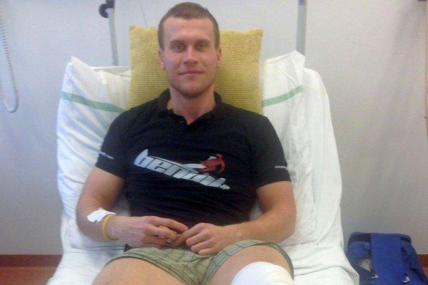 Martin Bendík. Na tréningu si zlomil nohu.