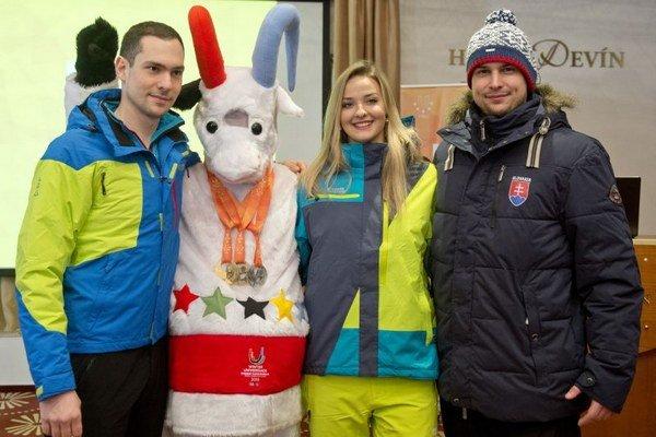 Na snímke maskot a oficiálne oblečenie slovenských športovcov k 27. Svetovej zimnej univerziáde Štrbské Pleso - Osrblie.