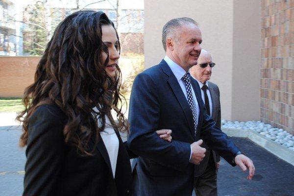 Andrej Kiska volil v sprievode svojej dcéry a otca.
