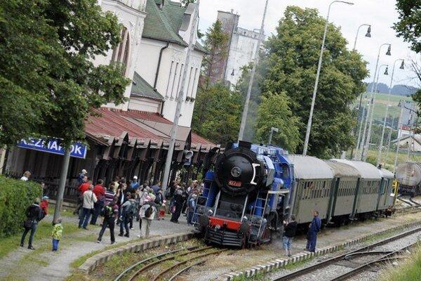 Návštevníkov festivalu priváža aj historický vlak.