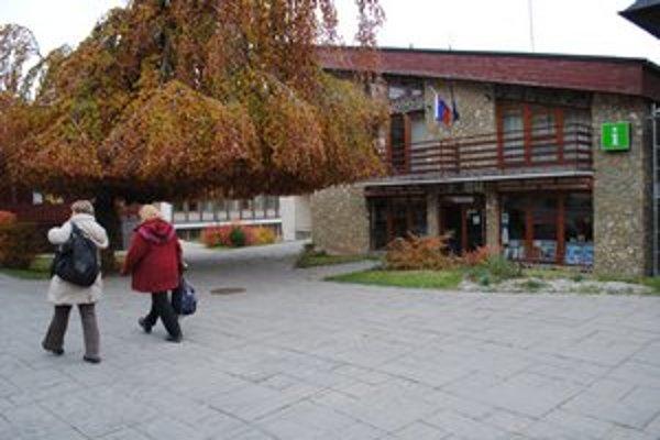 TIK v Starom Smokovci. Turistom radili v Tatranských informačných kanceláriách.