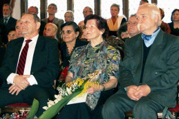 V strede je Kornélia Richterová z Tužiny.