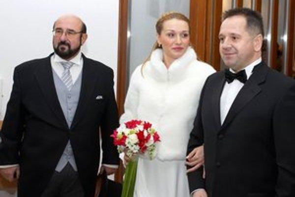 Jan Telensky (vľavo) vo februári 2007 priviedol pred oltár nevestu primátorovi Antonovi Dankovi. Dnes si to je ťažké predstaviť.