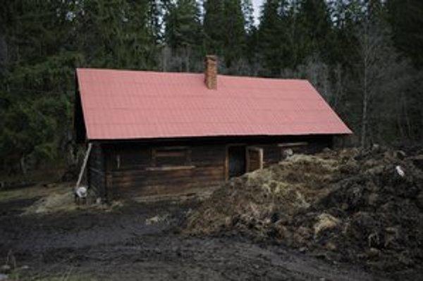 Stajňa v lokalite Biely Potok neďaleko Liptovskej Tepličky, z ktorej neznámi páchatelia ukradli dva ťažné kone.