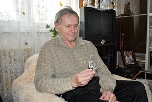 Jozef Vnenčák. Najvzácnejšia je pre neho sova z českého skla.