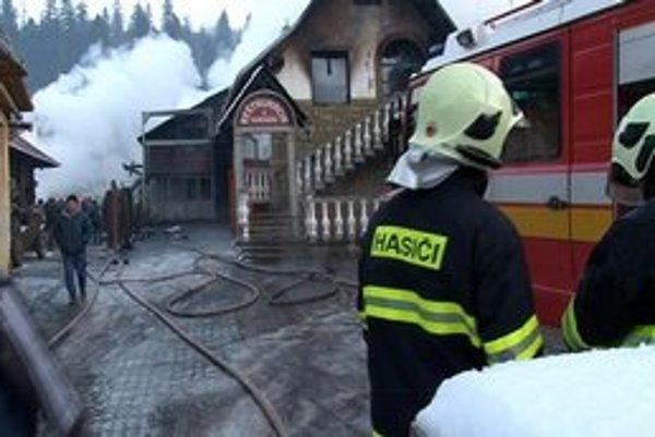 Požiar. Táto reštaurácia zhorela do tla.