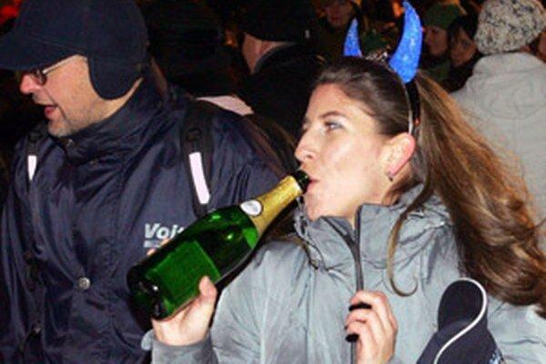 Pri silvestrovských oslavách je alkohol na verejnosti povolený.