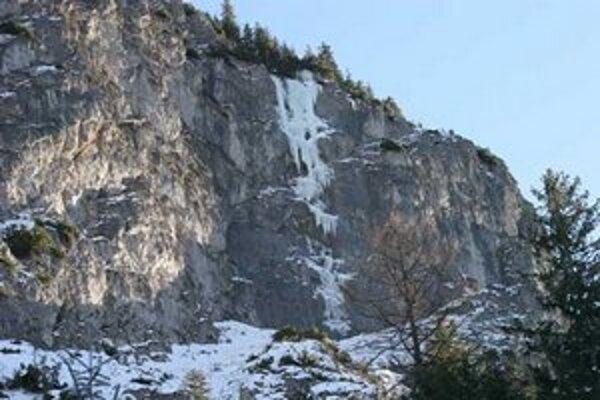 Príčinou pádu bolo asi uvoľnenie ľadu.