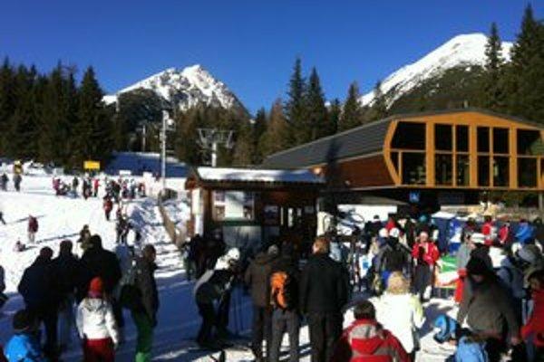 Sneh praje veľkonočnej lyžovačke.