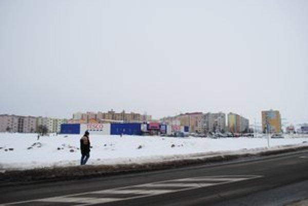 Obchodná zóna v Kežmarku. Vyrástla v blízkosti sídliska Juh.