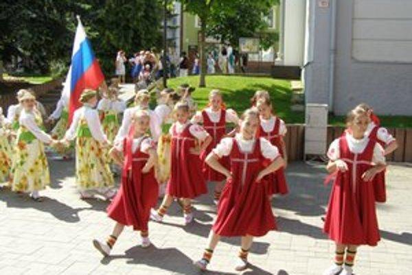 Krojované bábiky v Poprade. Na festivale sa predstavil aj súbor Ublika z Ruska.