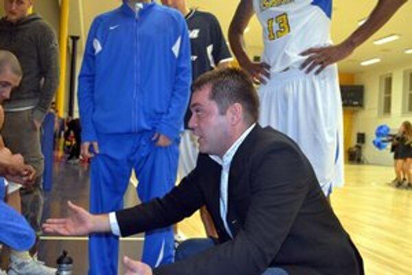 Tréner Ivan Fulgosi ostáva v BK Iskra Svit.