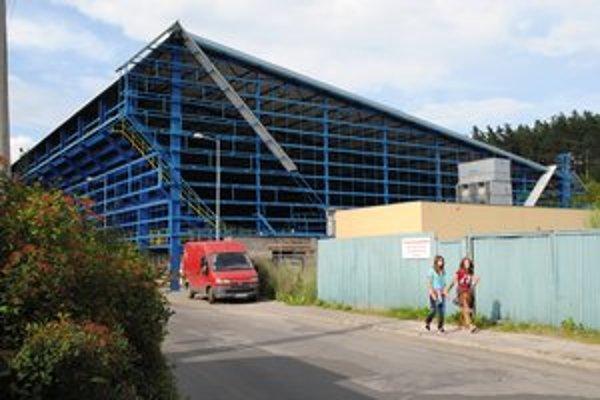 Rozostavaný štadión v Kežmarku. Mal byť dokončený vo februári minulého roka.