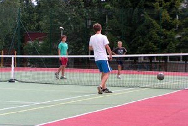 Deti prázdniny trávia aj športom.