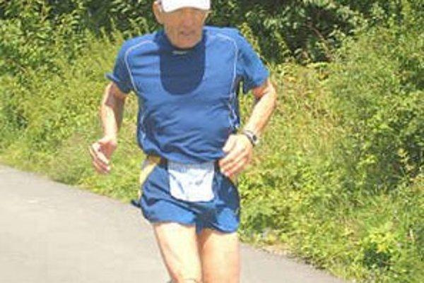 Anton Vojtičko. V kategórii od 60 rokov skončil tretí.