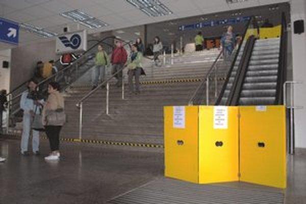 Vyradila ich porucha. Pohyblivé schody sú v záruke až do roku 2015.
