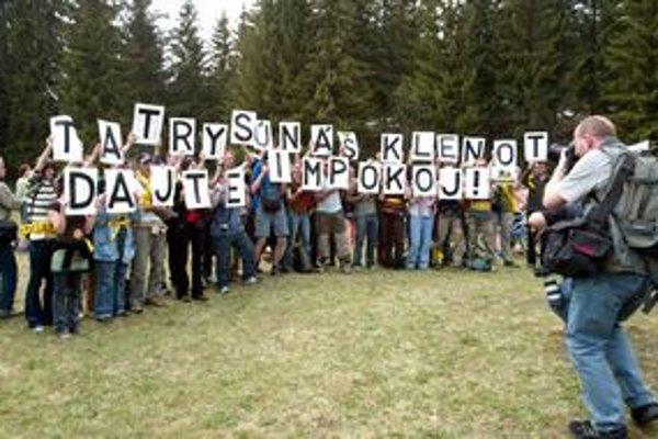 Ťažba v tatranských dolinách je dlhodobo predmetom sporu medzi lesoochranármi a štátnymi orgánmi.
