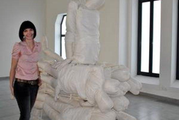 Ivana Sláviková. Ľuďom ukazuje jemnejšiu verziu slávneho diela, ktorému dominuje kov.