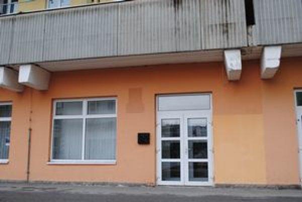 Kancelária stálej policajnej služby. Kedysi tu bola kancelária poslancov. Od 1. marca tu sídli pohotovosrná motorizovaná jednotka.